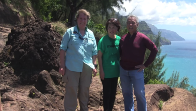 Governor Ige visits the kalalau trail